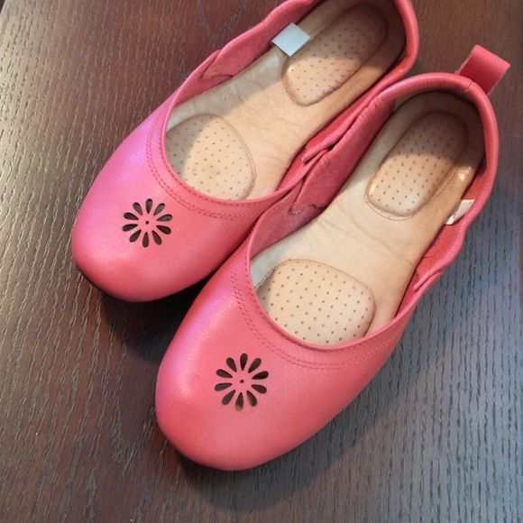 Acorn coral travel ballet flats 💥 firm on price Acorn travel foldable flats pack light & easy. They are leather in coral. Like new 🚫 No trades 💥lowest💥 price firm Acorn  Shoes