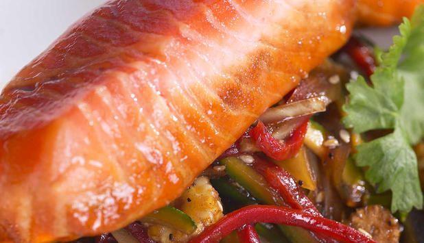 Ørret med wokgrønnsaker