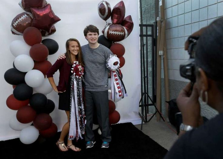 Homecoming dances fading away at some high schools - Houston Chronicle