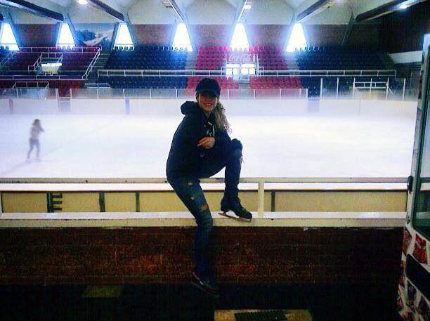 Hoje basquete e patinação no gelo... Na pista de gelo do Barça!  ¡Hoy basquet y patinaje en el hielo... En la pista de Hielo del Barça!  Today basket and ice skating! Shak