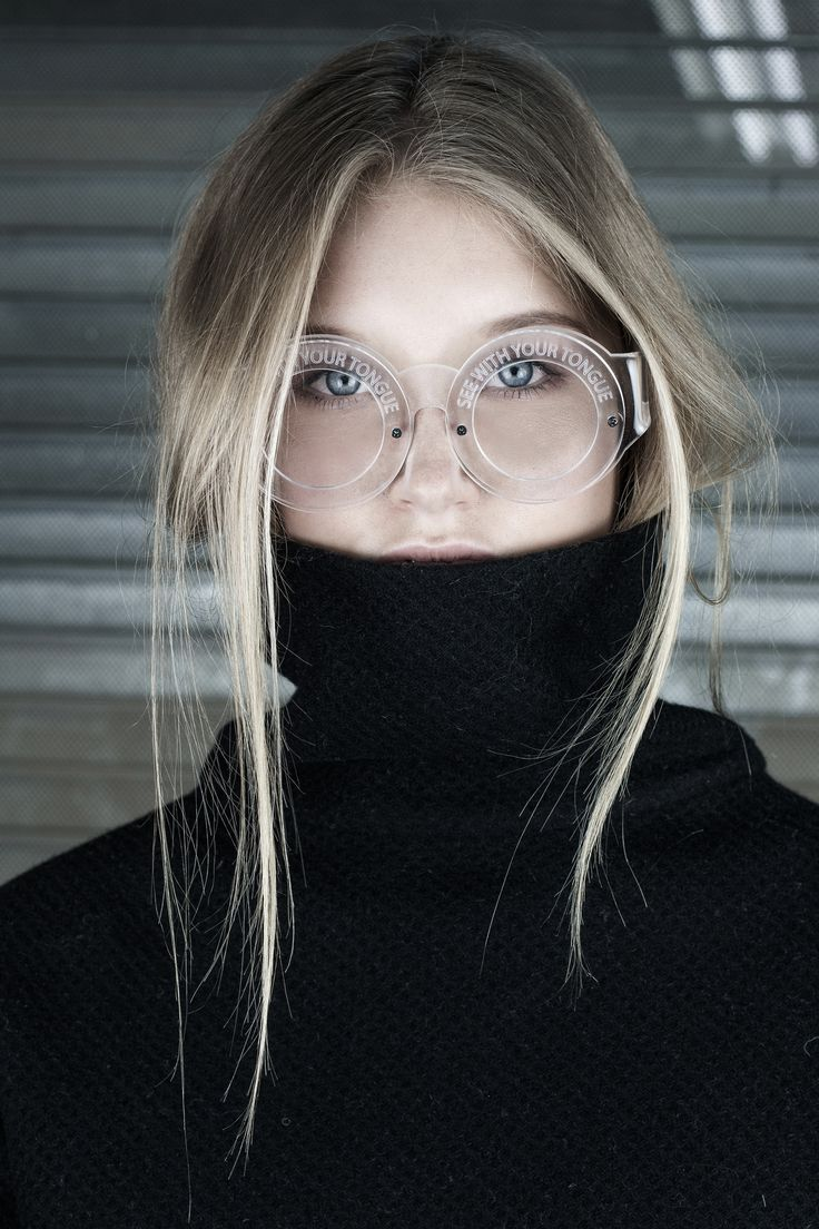 turtleneck & round eyeglasses #style #fashion #accessories
