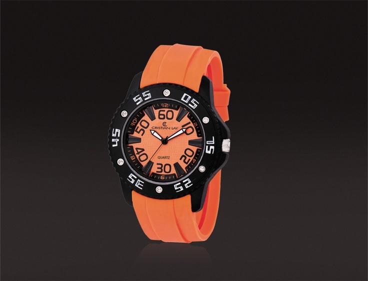 Relógio con caixa metálica.  Cristal mineral.  Correia de silicona.  Impermeable: 3 atmosferas.  22.00€