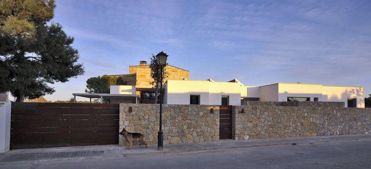 Obra de Chiarri Arquitectura, esta casa se destaca por sus interiores confortables y espaciosos. ¡Descubrí aquí esta fantástica casa de estilo moderno!