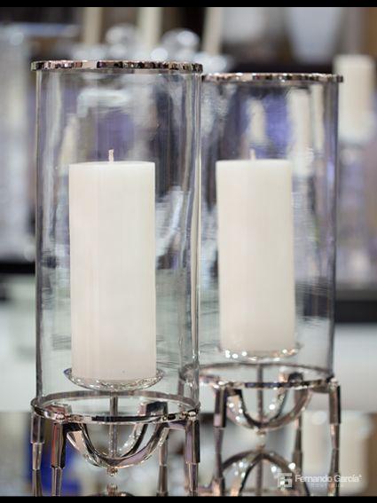 ¿Quieres captar las miradas de todos tus visitantes? Decora tu hogar con velas color blanco y cristales transparentes.