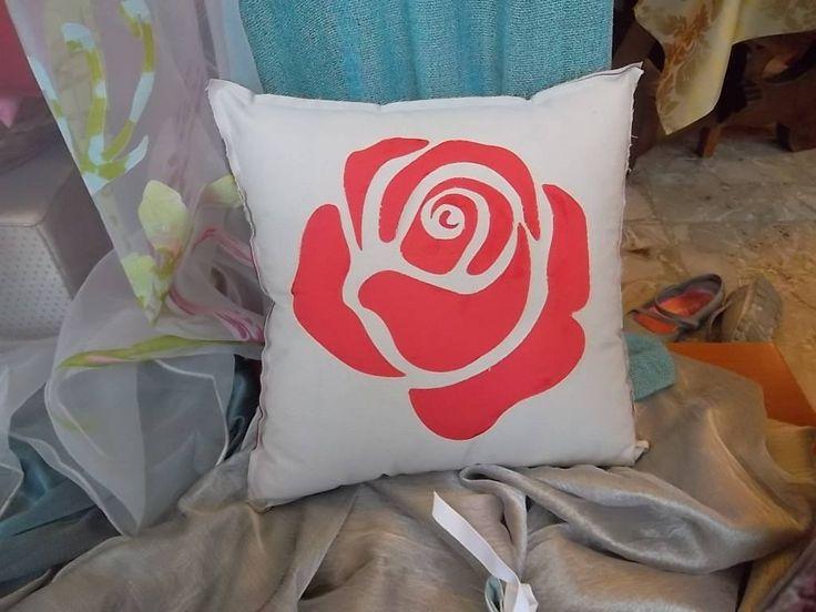 Elegante cuscino in cotone e seta intaglio disegno rosa grigio e rosso con cerniera sfoderabile e lavabile, imbottitura in ovatta di ImprontaCreativaMac su Etsy