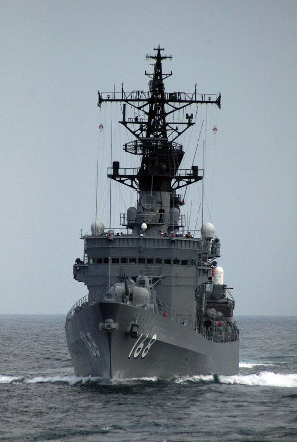 JMSDF DDG Tachikaze class Tachikaze Destroyer [護衛艦 たちかぜ]海上自衛隊の「たちかぜ型護衛艦」の1番艦。排水量/基準 3,850トン 満載 5,200トン 全長/143m 全幅/14.3m 吃水/4.65m 機関/蒸気タービン方式 2軸推進 三菱船舶用2胴衝動型タービン × 2基 三菱長崎CE2胴水管型ボイラー × 2基 機関出力/60,000ps 最大速/32ノット 乗員/247名 兵装/73式54口径5インチ単装砲 × 2門 高性能20mm機関砲(CIWS) × 2基 Mk.13 mod.3 単装ミサイル発射機 × 1基(SM-1MR SAM用) 74式8連装アスロック発射機 × 1基 HOS-301 3連装短魚雷発射管 × 2基 C4I/MOFシステム(SUPERBIRD-B2衛星通信) 海軍戦術情報システム(リンク 11/14) OYQ-1 WES Mk.74 mod.13 ミサイルFCS FCS-1A(72式)主砲FCS SFCS-6A UBFCS 2007年1月15日退役