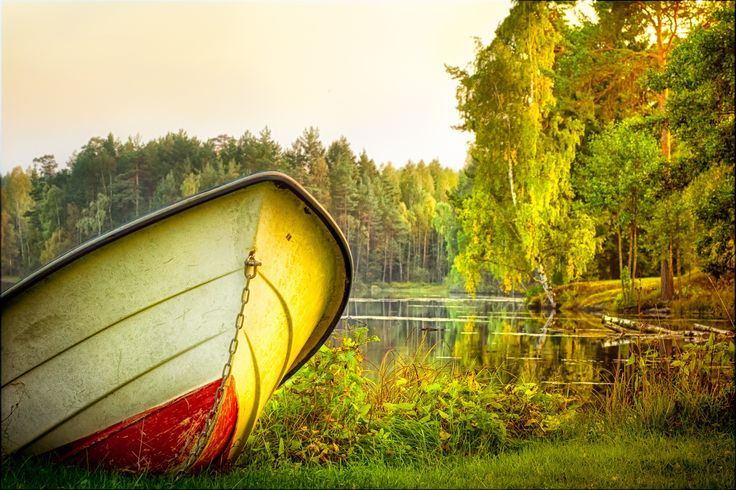Boat on the lake, autumnal view by Sebastian Rudnicki on 500px