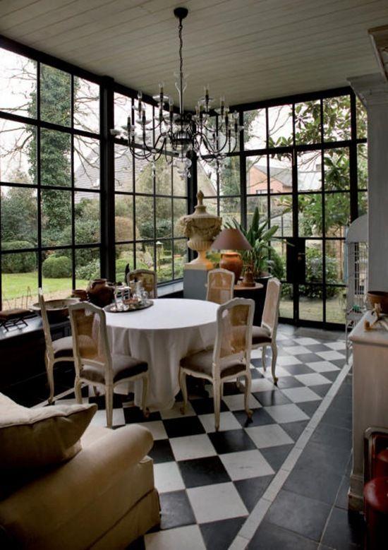 Lovely garden room/ Sun room/ Conservatory.