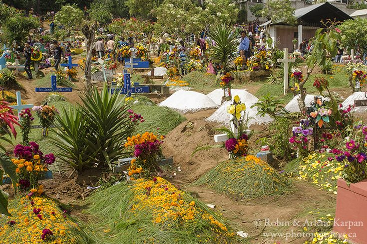 Graveyards are spruced up for All Saints Day in Sumpongo, Guatemala - Photo Journeys