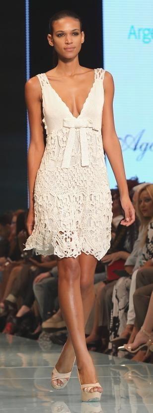 Amplia variedad de modelos de la diseñadora argentina Agostina Bianchi: chalec...