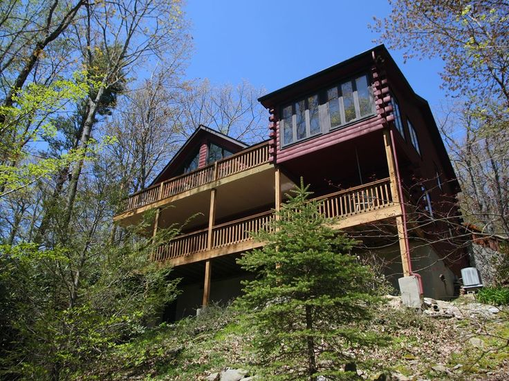 A spacious mountain cabin, that is a well built and decorated house. Three flat screen TVs with cable and blue ray players. Enjoy surfing the web with wifi and make domestic calls on the landline phone. Situated in ...