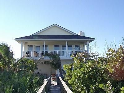 Google Image Result for http://imagesus.homeaway.com/vd2/files/WVR/400x300/rw/3012731/225357_9.jpg: Beach House