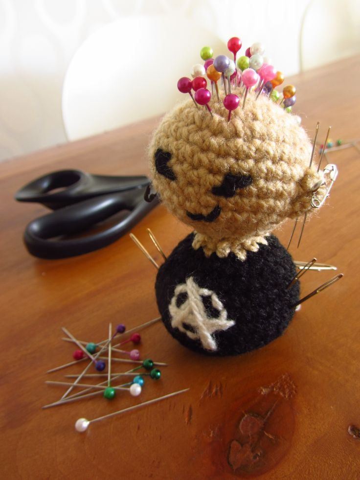 alfiletero crochet punky, alfileres, punky amigurumi pincushion, crochet pin cushion