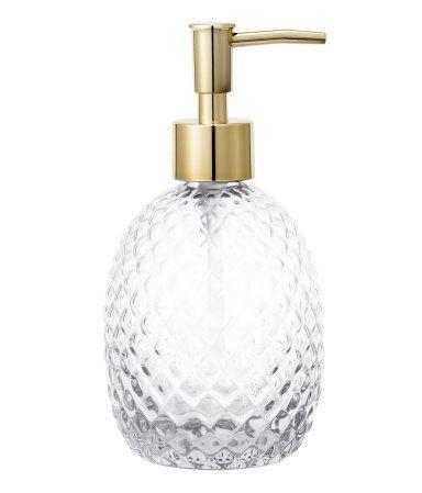Klarglas. Seifenspender aus Glas mit Strukturmuster. Plastikpumpe oben. Größe ca. 8x12 cm.