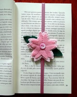 Blog Juliana Gordilho: Marcador de página - flor de cerejeira em feltro - Sakura