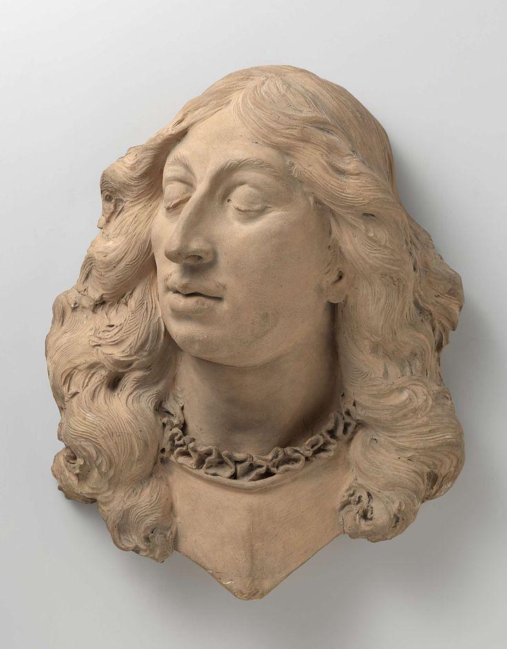 Rombout Verhulst | Portrait of Baron Willem Joseph van Ghent, Rombout Verhulst, 1672 - 1676 | Het hoofd met gesloten ogen is naar links gewend. Het vertoont een dunne snor en lang golvend haar. Boven het harnas steekt een geplooid kraagje uit. Het kuras verloopt onder de hals in een punt.