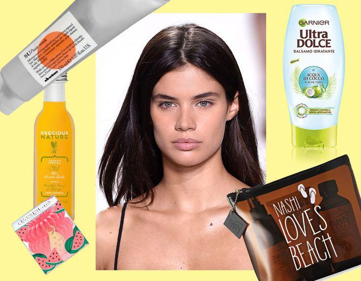 Vuoi sapere come prenderti cura dei tuoi capelli in estate? Sfoglia la gallery e scopry i must-have per i capelli in vacanza! (Collage di Francesca Merlo)