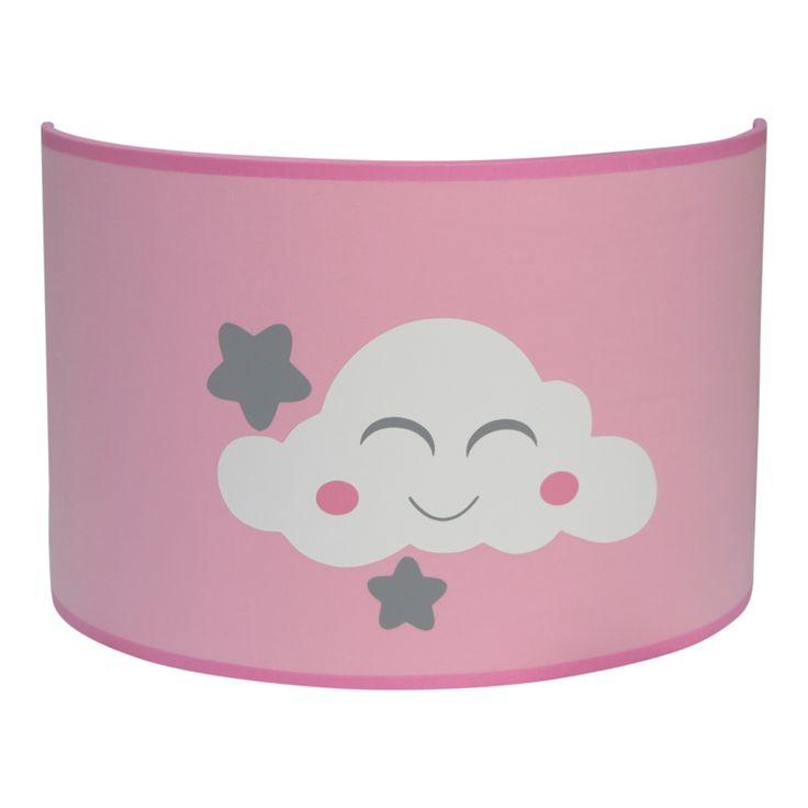 Wandlamp Wolkje roze Het wandlampje is uitgevoerd roze stof met hierop een lieve witte wolk en grijze sterren. Kleuren kunnen evt. naar wens worden aangepast. Wandlamp wordt geleverd inclusief stekker van twee meter met schakelaar. Leuk om te combineren met de bijpassende hanglamp.