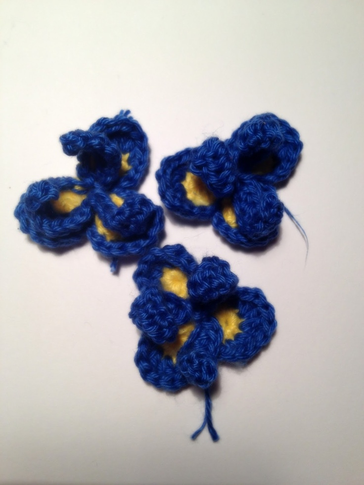 Free Crochet Pattern For Iris Flower : 1000+ images about Crochet flowers on Pinterest Crochet ...