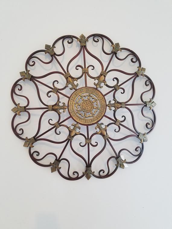 Benzara Fabulous Metal Intricate Design Wall d/écor Bronze BM03245