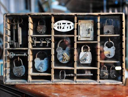La brocante diy decorator diy decorator brocante om te maken pinterest doe het zelf en - Restyle houten trap ...