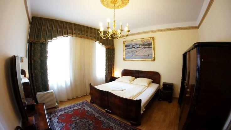 Wi-Fi, television, fregadero, nevera, cocina eléctrica, microondas... http://apartamentoscracovia.es/apartamento-noble-iii/