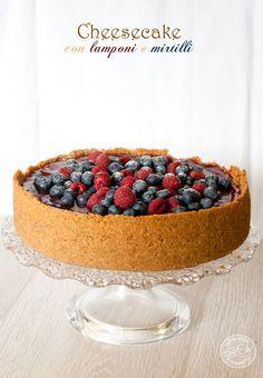 NY Cheesecake con lamponi e mirtilli - Cappuccino e Cornetto