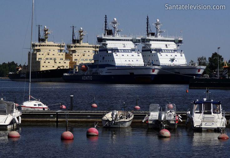 Les brise-glaces de la Mer Baltique en été à Helsinki en Finlande