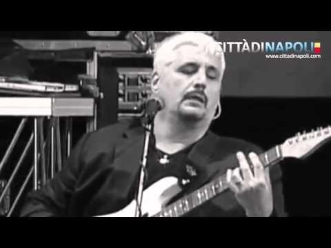 """Pino Daniele, live piazza del Plebiscito """"Yes I Know my way"""""""