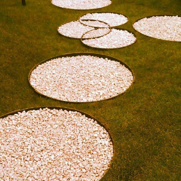 rock circle pavingGardens Pathways Easy, Gardens Ideas, Circles Paths, Rocks Circles, Back Yards, 612 612, Awesome Ideas, Circles Pave, Crop Circles