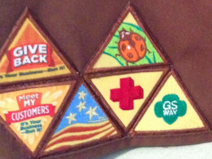 Troop Leader Mom: Getting Started with Daisy Girl Scouts (and Brownies Too!): Vests vs. Sashes, Badges vs. Patches, and General Patch/Pin/Uniform Tips