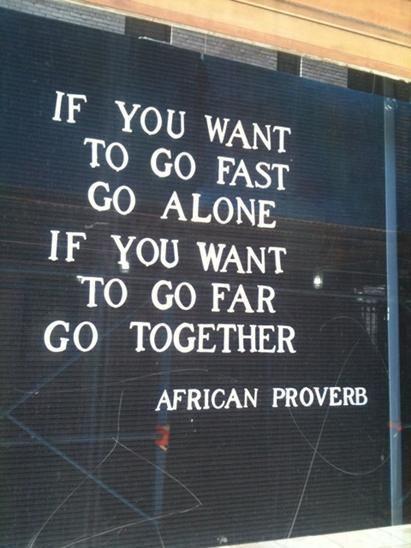 """""""Si quieres ir rápido, ve solo. Si quieres llegar lejos, ve junto a otros"""". Proverbio africano"""