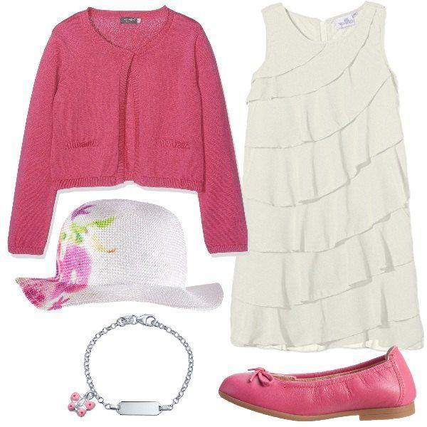 Outfit per una bambina invitata ad una cerimonia formato da un'abito color avorio, un cardigan in cotone rosa, un cappello bianco con fiori stampati, un paio di ballerine in pelle rosa ed infine un bracciale in argento e ciondolo a forma di farfalla smaltata di rosa.