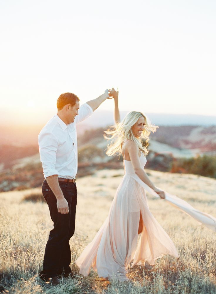 Photography: Patrick Moyer Photography - patmoyerweddings.com  Read More: http://www.stylemepretty.com/2014/02/27/california-wine-country-engagement-shoot/