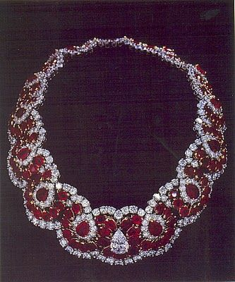 Romanov ruby necklace purchased by Imelda Marcos, First Lady of the Philippines (1965-1986) She also hoarded shoes She had thousands of pairs in her closet-it was all over the news when she passed.  ♥✿ڿڰۣ(♥NYrockphotogirl ♥༻Favs2013