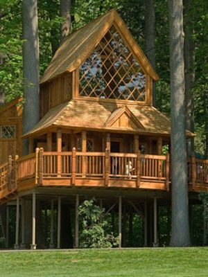 Gorgeous! Gravity-Defying Treehouses ~ This is my new favorite tree house. Wonder if we could build it here on the lake!