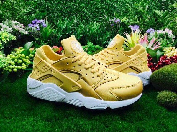 Nike Air Huarache dorato