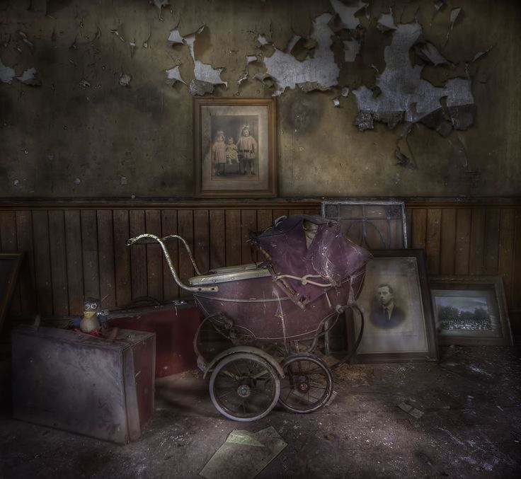 You're not afraid of the dark are you? Creepy carriage by Andre Govia, an urbex master.