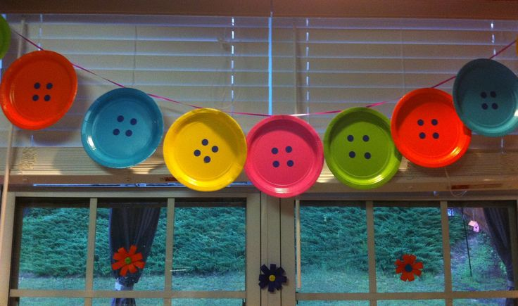 Easy button plate decor for my daughters Lalaloopsy Bday party!
