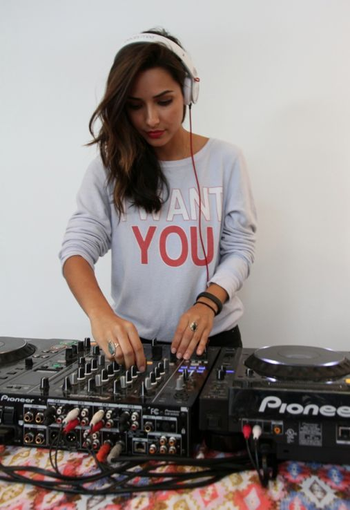 DJane, Female DJ, Woman DJ, Pioneer, Mixer, Mix, DJ, DJM, CDJ http://ciemnastronawinyla.blogspot.com/