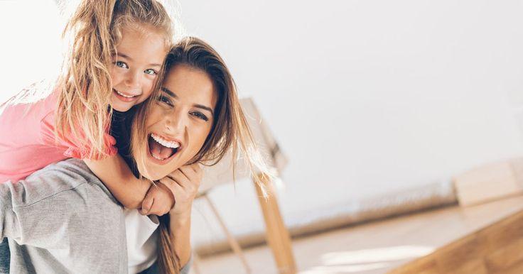 Juegos divertidos para celebrar el Día de la Madre. El Día de las Madres nos proporciona una gran oportunidad para agradecer a la mujer más importante de nuestras vidas todo lo que hace y a hecho por nosotros. Asegúrate de que su celebración sea perfecta. Estos juegos, que funcionan bien ya sea en una reunión familiar y en una fiesta grande, son un fantástico complemento para los planes del Día de ...