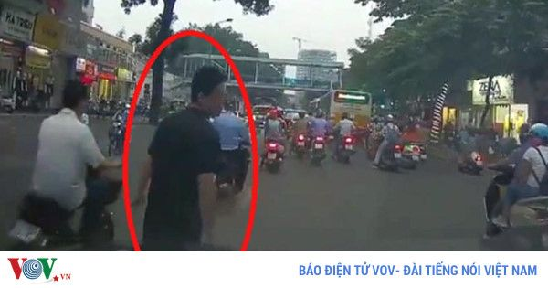 Bắt đối tượng lừa đảo dàn cảnh va quệt bắt vạ tài xế Xem bài viết => Read post: https://vn.city/bat-doi-tuong-lua-dao-dan-canh-va-quet-bat-va-tai-xe.html #TintucVietNam - #VietNam - #VietNamNews - #TintứcViệtNam Bắt đối tượng lừa đảo dàn cảnh va quệt bắt vạ tài xế  Tin tức Việt Nam, Thông tin tổng hợp về kinh tế, chính trị, xã hội Việt Nam #ViệtNam   #vietnamcity   #TinVietNam