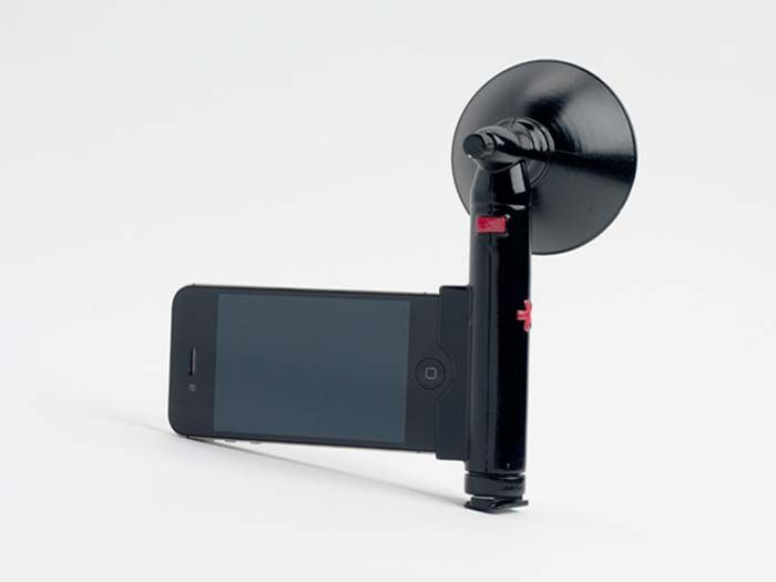 The Paparazzo Light is inspired by paparazzi pioneer Arthur Fellig (aka Weegee), and it promises to obliterate your usual grainy, washed out photos taken in low-light conditions on your iPhone.