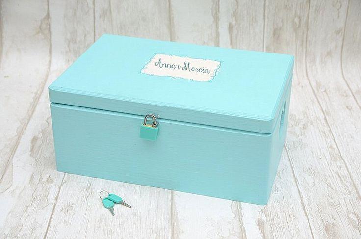 Pudełko na kartki ślubne, w niezwykłym odcieniu koloru niebieskiego <3  Dostępne w sklepie internetowym Madame Allure!