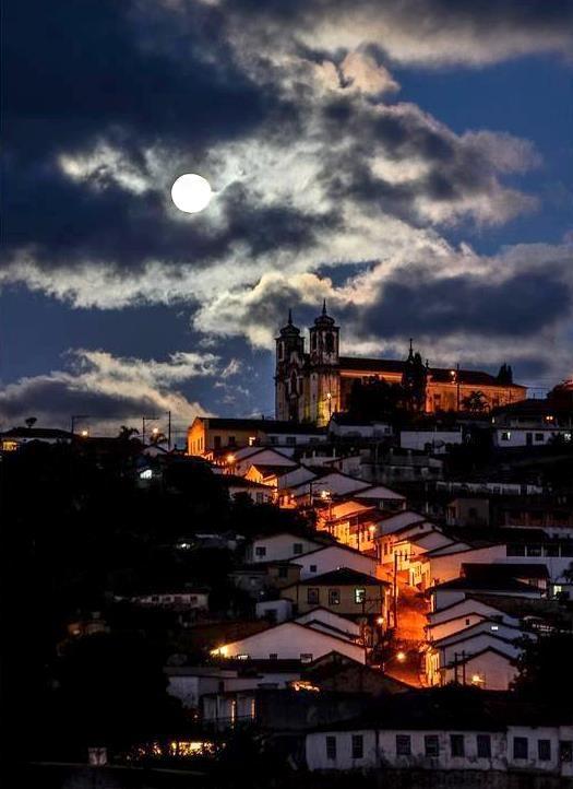 Full moon in Ouro Preto - Minas Gerais - Brasil