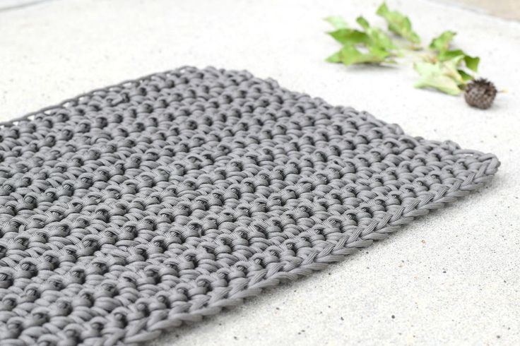Modern Outdoor Rug - Learn how to crochet a rug with this charming bulky crochet pattern.