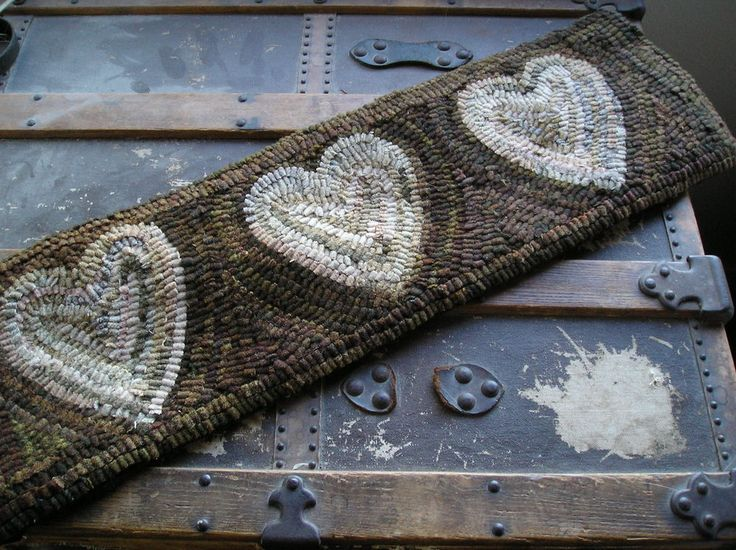 HAND MADE PRIMITIVE HOOKED RUG ~HEART RUNNER ~ FOLK ART ~ EARLY STYLE #Primitive