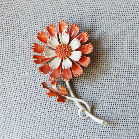 Bianco e marrone chiaro vintage 1960s fiore di FeraliaVintage