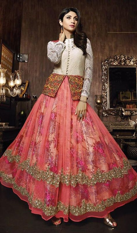 Develop a twist of urban sophistication like Shilpa Shetty dressed in this off white and salmon color jacquard net Anarkali suit. The lush lace, stones and resham works lends the most dainty look. #shilpashettydresses #gorgeousbollywoodsuits #lateststyleanarkali