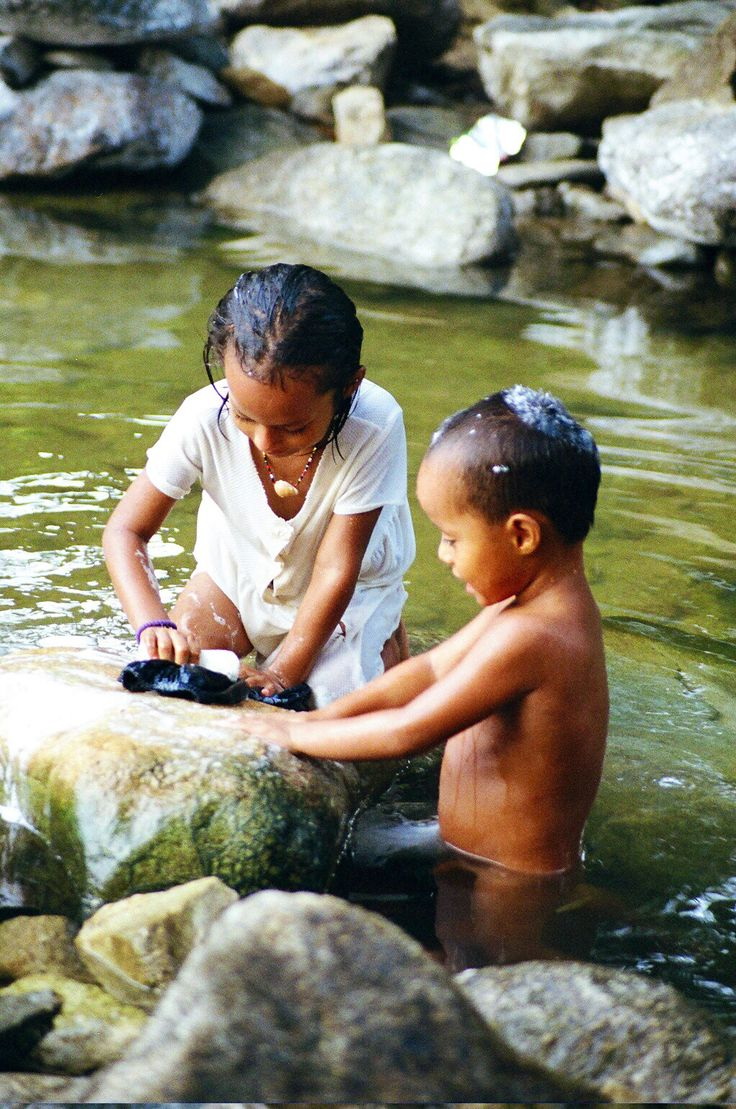 Honduran Children Bathing And Washing Clothes In The River  Washing Clothes, Nature Wallpaper, Cool Photos-2063